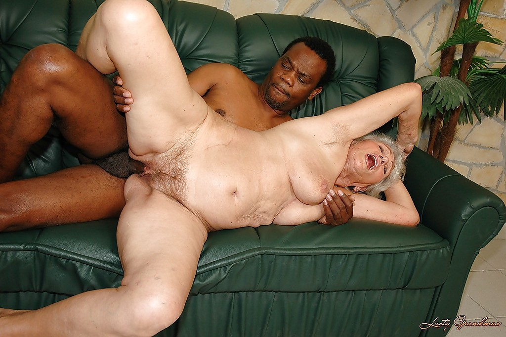 Black cock fills wifes pussy