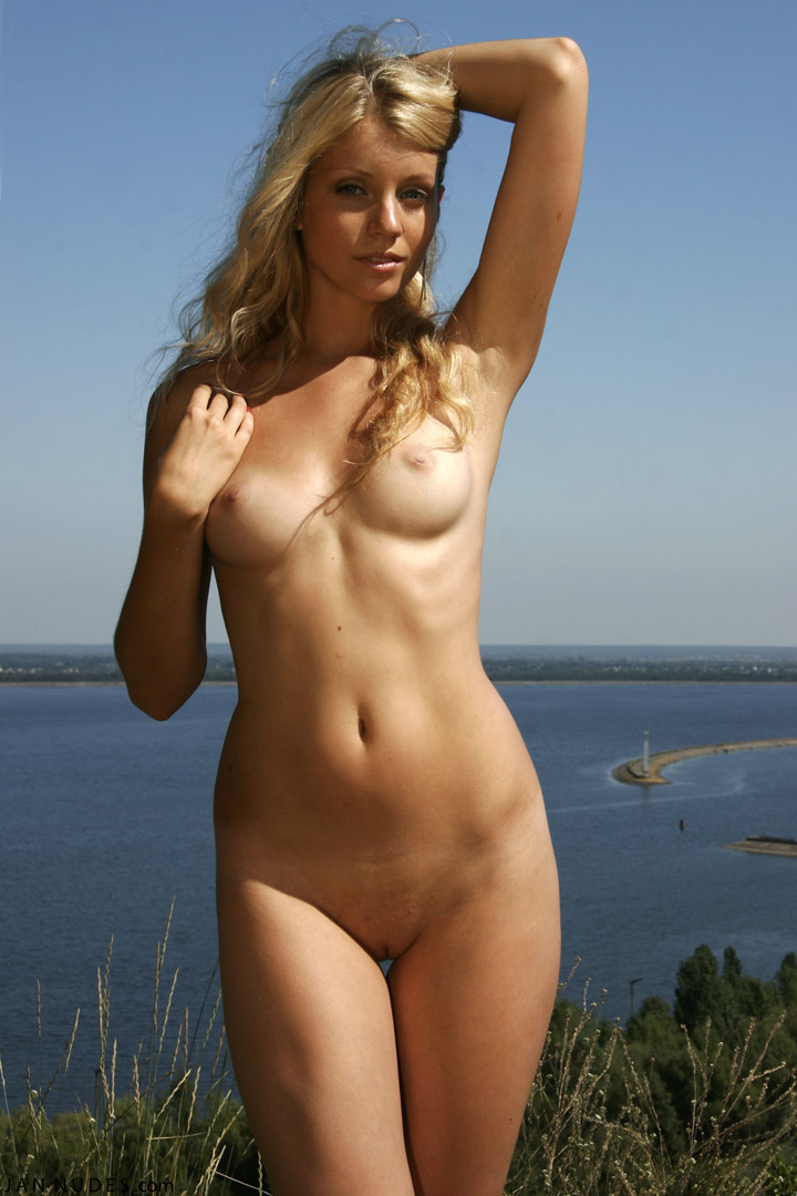 Naked hot girl photos